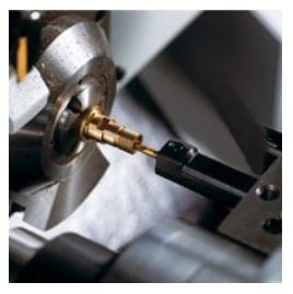 Wycinanie rowka czołowego w procesie toczenia CNC